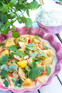 rod-currykyckling-med-ananas-och-thaibasilika