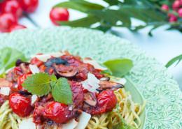 pasta-m-citronmelisspesto-tomat-o-svampsas
