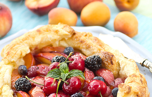 gelatte-pa-smordeg-med-sommarfrukter