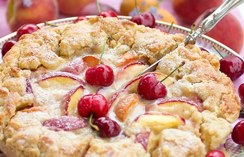 sommarfruktspaj-med-mandelkram
