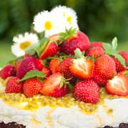 jordgubbstarta-m-passionsfrukt-o-limegradde