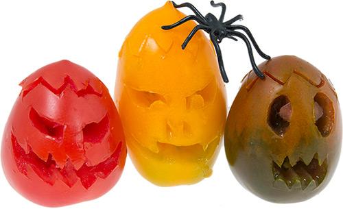 plommontomater-halloweenskurna