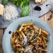pasta-m-spenat-o-black-garlic