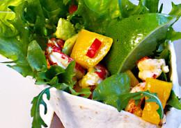 Wraps-kräftor-med-het-mango-avokado