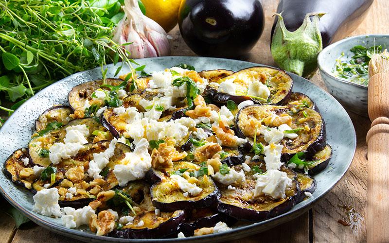 grillad-aubergine-m-orter-o-feta-bred