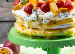 marangtarta-m-passionsfrukt-mango-jordgubbar