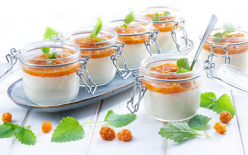 vaniljparfait-med-hjortronmylla-bred